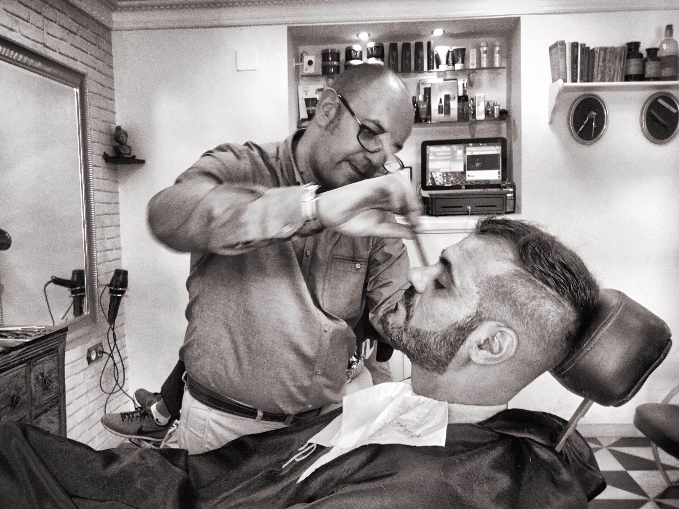 enlight1  Farsi tagliare barba e capelli dal Barbiere di Siviglia, Fatto! Enlight1 1